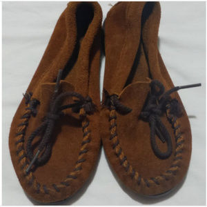 Minnetonka Girls Moccasin's - Size 12 - Leather